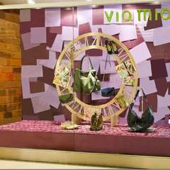 Hire Deborah Giglio - Portfolio - Scenography for window store